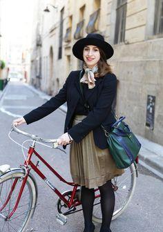 Vintage Outfit - Fedora Hut und Plisseerock