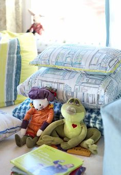 Kermesse Shops, Plaintings and Spatter Fabrics. Luxury Homes, Kids Room, Fabrics, Shops, Throw Pillows, Interior Design, Architecture, Inspiration, Shopping
