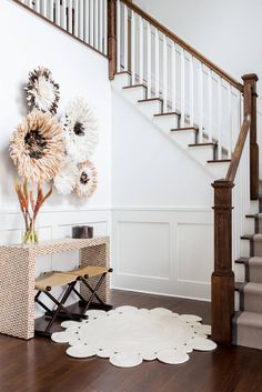 jute entryway rug and juju hat wall art House Design, Wall Decor, Interior, Home Decor Decals, Juju Hat Decor, Decor Inspiration, Home Decor, Farmhouse Side Table, Furniture Choice