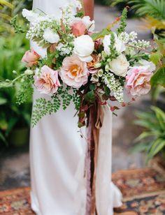 loose rose bouquet