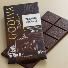 50% cacao y sal marina (si tuviera avellanas ahumadas lo idolatraría, ahora sólo lo amo)