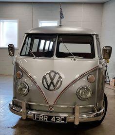 Ernie the Volkswagen split screen hearse from Volkswagen Funerals. Based in the UK Volkswagen, Vw T1, Vw Samba Bus, Vans Style, Camper Van, Buses, Funeral, Beautiful, Aliner Campers