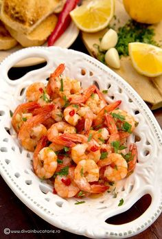 CREVETI CU USTUROI - Gambas al Ajillo | Diva in bucatarie Good Food, Yummy Food, Shrimp Recipes, Seafood, Food Porn, Food And Drink, Cooking Recipes, Tasty, Meals