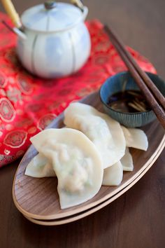 Pork Shrimp and Napa Cabbage Dumplings. This is super delicious and so easy to make. #chinesefood #dumplings #cny2014