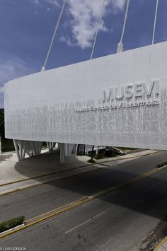 suspended above ground from a central structural core, this museum provides the community with a social gathering space and additional elevated link between the nearby lake and lagoon. Signage Design, Facade Design, Branding Design, Parking Building, Building Signs, Environmental Graphic Design, Environmental Graphics, Hunter Douglas, Entrance Signage