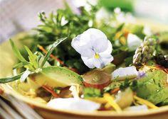 Salat med asparges og avocado