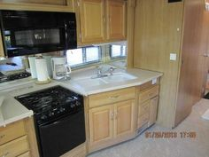 2007 Used Fleetwood Expedition 38S Class A in Florida FL.Recreational Vehicle, rv, 2007 Fleetwood Expedition 38S, This diesel pusher shows like new. Pride of ownership all over it! Has low miles on CAT 300 HP Turbo with 6 Speed Allison transmission and Freightliner Chassis. Has 6 new tires, front ones with Tyron Blowout Protection System. Some features include: encased power patio and entry door awnings, 3 TV's 2 inside and 1 in outside entertainment center, DVD, surround sound, satellite…