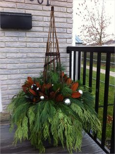 Winter Porch Planter Ideas That Make Your Porch Look Awesome - MagzHome