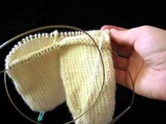 Avoiding Tangles When Knitting 2@aTime Socks - YouTube