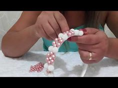 Diy Bow, Diy Ribbon, Diy Headband, Headbands, Bead Crafts, Diy And Crafts, Baby Hair Bands, Diy Accessoires, Thread Bangles