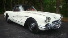 1959 Chevy Corvette - so much classier than modern 'vettes, don't you think?