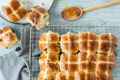 Try Triple chocolate hot cross buns by FOOBY now. Or discover other delicious recipes from our category breakfast. A Food, Good Food, Yummy Food, Chocolate Hot Cross Buns, Food Trends, Easter Brunch, Desert Recipes, Original Recipe, Hot Dog Buns