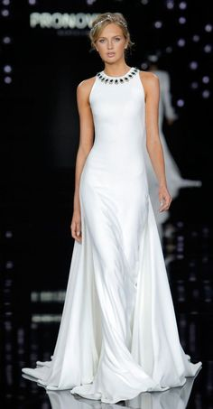 Atelier Pronovias 2017 halter wedding dress - Deer Pearl Flowers / http://www.deerpearlflowers.com/wedding-dress-inspiration/atelier-pronovias-2017-halter-wedding-dress-2/