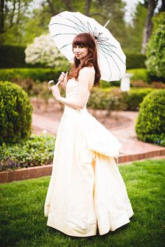 Vintage Inspired Bride - PHOTO SOURCE • SERIOUSLY SABRINA PHOTOGRAPHY | Featured on WedLoft