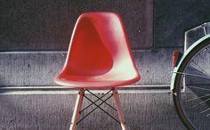 Les nouvelles couleurs de la chaise DSW chez Meubles et Design