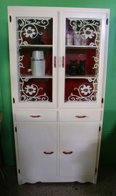 Reminds me of my granny's little cupboard.   Wish I had hers. :(