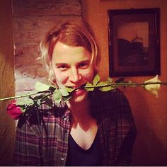 In one pic. Tom Odell Girlfriend, Perfect People, Pretty People, Tom Peters, Music Things, Arctic Monkeys, Music Artists, One Pic, Mars