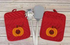 Monogram Fall Pot Holder, Personalized Autumn Oven Mitt, Pumpkin Pot Holder, Fall Colors, Red Pot Holder, Thanksgiving Kitchen Decor