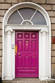I love this door color! Too fun