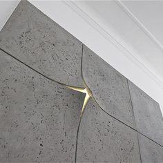 dodanie światła w panelach na ścianie w przejściu do strefy dziennej  concreate 4 beton architektoniczny decoroom Kraków.jpg