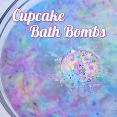 These DIY cupcake bath bombs are the stuff of unicorn dreams Sugar Scrub Diy, Diy Scrub, Zucker Schrubben Diy, Bath Boms Diy, Bath Booms, Cupcake Bath Bombs, Bath Bomb Recipes, Homemade Soap Recipes, Homemade Bath Bombs