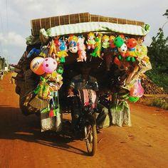 Dobra organizacja bagażu ułatwi wyszukiwanie rzeczy przyspieszy pakowanie i rozpakowywanie. Tylko... Jak się spakować na wakacje żeby nie być wziętym za sprzedawcę z Kambodży http://ift.tt/2yvM4H5 #podróż #podróże #travel #instatravel #wanderlust #cambodia #kambodża #wyjazdyzjogą #wakacje #wakacjezjogą #blog #travelblog #podroze #rower #sklep #bicycle #zabawki #toys #sell #wyprzedaż
