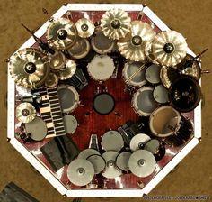 Una vista aérea de la batería de Neil Peart, el baterista de Rush.