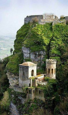 Amazing picture of Erice Castle, Italy...