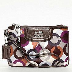 coach clutch! Hermes Handbags, Coach Handbags, Coach Purses, Coach Bags, Purses And Bags, Designer Handbags, Coach Clutch, Coach Backpack, Coach Wristlet