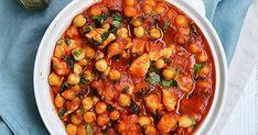 Gulasz z kurczaka z ciecierzycą w pomidorach , gulasz z kurczaka, gulasz z warzywami, gulasz drobiowy, gulasz z ciecierzycą, gulasz z piersi z kurczaka, szybki gulasz, zdrowe dania, włoskie smaki, włoskie przepisy Chana Masala, Healthy Lifestyle, Health Fitness, Food And Drink, Menu, Baking, Dinner, Ethnic Recipes, Party
