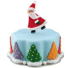 Find the best cake decoration and cake ideas. Step-by-step instructions help bring your cake ideas to life with detailed photos and tips from the Wilton cake decorating room. Christmas Cake Designs, Christmas Cake Decorations, Christmas Sweets, Holiday Cakes, Christmas Baking, Christmas Cakes, Santa Christmas, Santa Cake, Snowman Cake