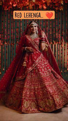 Indian Bridal Photos, Indian Bridal Outfits, Indian Bridal Fashion, Indian Designer Outfits, Indian Wedding Lehenga, Wedding Saree Blouse Designs, Pakistani Bridal Wear, Sabyasachi Lehenga Bridal, Red Lehenga