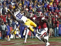 LSU Jarvis Landry makes college football catch of the year Lsu Tigers Football, Sec Football, Football Season, Football Helmets, Football Gear, Lsu College, Tv Online Streaming, Middle Linebacker, Oregon Ducks