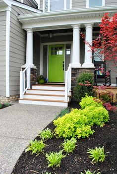 Love this bright green door color via Young House Love - I love painted front doors! Green Front Doors, Painted Front Doors, Front Door Colors, Exterior Colors, Exterior Paint, Gray Exterior, Cottage Exterior, Grey Siding, Young House Love