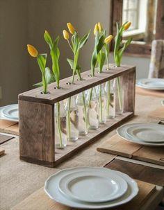 idée déco récup en bois clair, théma déco, décoration avec fleurs