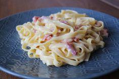 Dit pasta carbonara recept is mijn favoriete versie. Lekker romig, smaakvol en met tagliatelle. Ook is deze pasta carbonara erg makkelijk om te maken. Carbonara Recept, Pasta Carbonara, Snack Recipes, Snacks, Macaroni And Cheese, Spaghetti, Keto, Om, Ethnic Recipes
