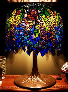 Look at this fantastic photo - what an innovative theme Tiffany Stained Glass, Stained Glass Lamps, Tiffany Glass, Mosaic Glass, Tiffany Kunst, Tiffany Art, Victorian Lamps, Antique Lamps, Art Nouveau