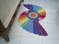 Tapete de crochê em barbante colorido de ótima qualidade. Detalhe:- feito em forma fractal em cores do arco iris. Pode ser usado como passadeira. Cor disponível :- da foto. R$ 120,00