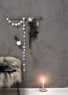 Les jolies choses de Noël #11 / Un mur décoré par Daniella Witte / barefootstyling.com