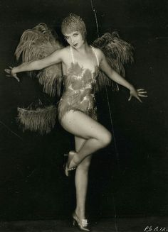 Photo of Louise Portraits for fans of Louise Brooks 12521419 Louise Brooks, Vintage Hollywood, Classic Hollywood, In Hollywood, Hollywood Actresses, Silent Film Stars, Movie Stars, Belle Epoque, Cabaret