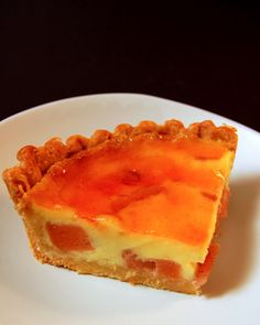 Lovely recipe that uses the quince sugar syrup to make the … Quince tarte tartin. Lovely recipe that uses the quince sugar syrup to make the caramel. Sweet Desserts, No Bake Desserts, Sweet Recipes, Dessert Recipes, Easy Recipes, Quince Pie, Quince Cakes, Custard Pudding, Custard Tart