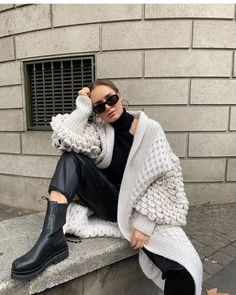 There is 1 tip to buy shoes. Winter Fashion Outfits, Fall Winter Outfits, Autumn Winter Fashion, Casual Outfits, Style Invierno, Foto Instagram, All Black Outfit, Dressed To Kill, Chelsea