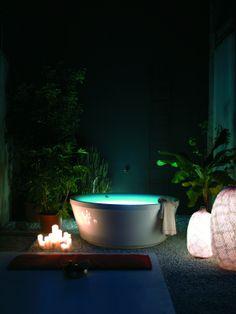whirlpool mit berlauf f r aussen minipool eingebauter whirlpool kos by zucchetti pool. Black Bedroom Furniture Sets. Home Design Ideas
