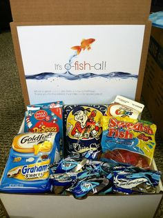 It's o-fish-al! A gift box full of fish items (Go Fish cards, Swedish Fish, Goldfish, shark fruit snacks, Pirate's Booty white cheddar popcorn). Could be a cute idea as bridesmaid/groomsmen present Cute Birthday Gift, Diy Birthday, Friend Birthday, Simple Gifts, Cool Gifts, Diy Christmas Gifts, Holiday Gifts, Christmas Ideas, Craft Gifts