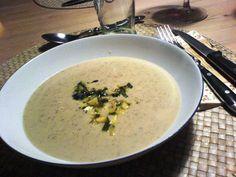 Jordskoksuppe: En meget lækker suppe lavet af sprøde jordskokker, og du kan både bruge den som forret og hovedret. Danish Food, Cheeseburger Chowder, Drinks, Beverages, Drink, Beverage, Cocktails, Drinking