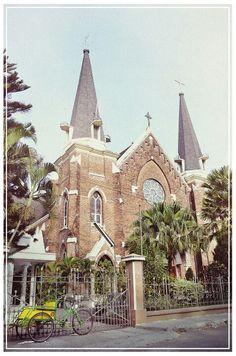 Old church in Surabaya Indonesia Old Building, Surabaya, Archipelago, Java, Barcelona Cathedral, Philippines, Places To Go, Russia, Buildings