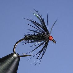 4 pieces of a size Gilchrist Fly CDC Dry Fly BLACK GNAT