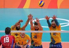 برزیل از روسیه انتقام گرفت و فینالیست والیبال مردان المپیک شد  http://1vz.ir/144897  تیم والیبال مردان برزیل به دیدار نهایی بازیهای المپیک 2016 ریو راه یافت.          در دومین دیدار از مرحله نیمه نهایی رقابتهای والیبال مردان المپیک، صبح امروز به وقت تهران تیمهای برزیل و روسیه به مصاف هم رفتند که در پایان تیم میزبان با نتیجه 3 بر صفر حریفش را شکست داد و گام به فینال گذاشت.    برزیل در این بازی با نتایج 25 بر 21، 25 بر 20 و 25 بر 17 مقابل روسیه به برتری رسید و توانست انتقام شکست د..