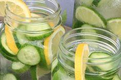 The Most Powerful Detox: Cucumber Water Detox Nigella Sativa, Vicks Vaporub, Cucumber Detox Water, Ginger Drink, Colon, Kefir, Pickling Cucumbers, Good Tutorials, Recipes