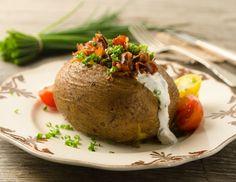 Ofenkartoffeln mit Speck und Schnittlauchsauce